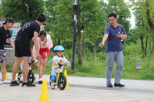 无锡平衡车和自行车的区别